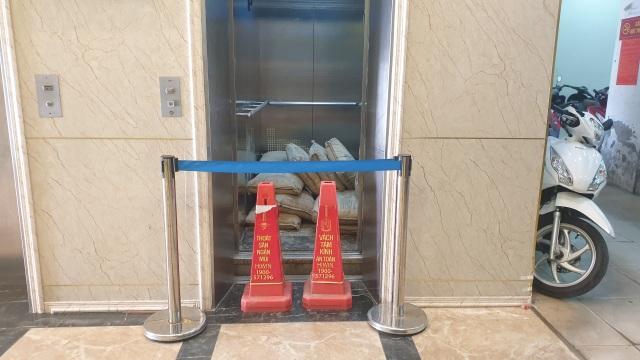Vụ thang máy chở 11 người rơi từ tầng 5: Trách nhiệm thuộc về ai? - 1