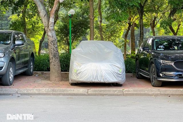 Bỏ tiền tỷ mua nhà, người Hà Nội phải cắn răng đỗ xế hộp trên vỉa hè - 4