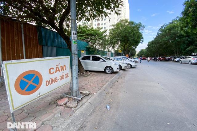 Bỏ tiền tỷ mua nhà, người Hà Nội phải cắn răng đỗ xế hộp trên vỉa hè - 8