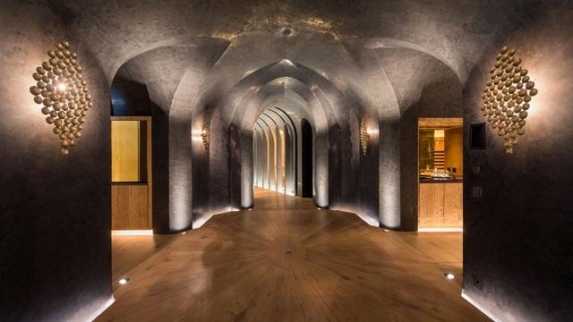 Choáng ngợp biệt thự 7 tầng dát vàng siêu sang dưới lòng đất - 2