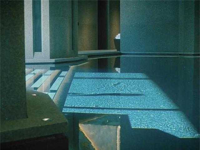 Choáng ngợp biệt thự 7 tầng dát vàng siêu sang dưới lòng đất - 4