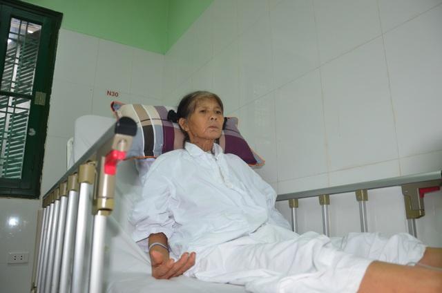 Rớt nước mắt cảnh người phụ nữ nghèo nhập viện chỉ có 100 nghìn đồng - 2