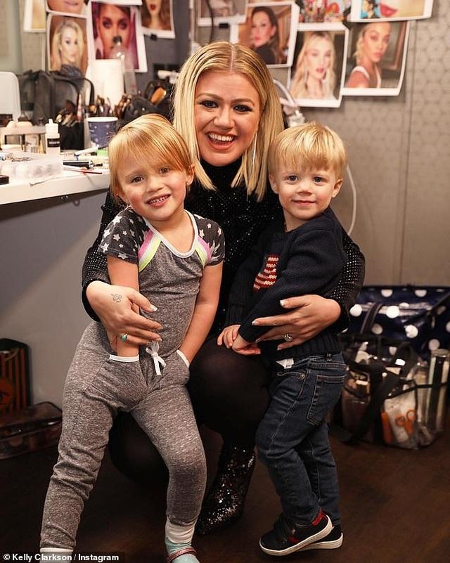 Chồng cũ của Kelly Clarkson đòi vợ chi gần 500 nghìn USD mỗi tháng - 2