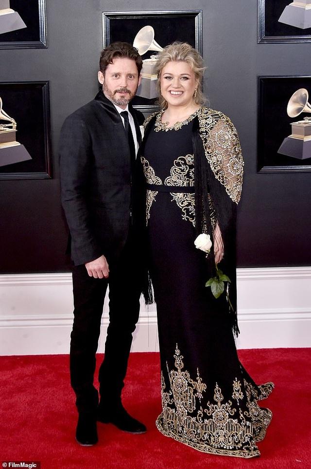 Chồng cũ của Kelly Clarkson đòi vợ chi gần 500 nghìn USD mỗi tháng - 1