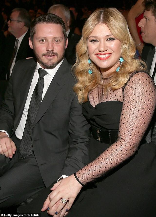 Chồng cũ của Kelly Clarkson đòi vợ chi gần 500 nghìn USD mỗi tháng - 4