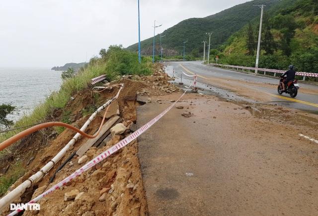 Hàng nghìn m3 đất đá sạt lở chẹn cửa ngõ phía bắc Nha Trang - 5