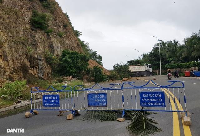Hàng nghìn m3 đất đá sạt lở chẹn cửa ngõ phía bắc Nha Trang - 6