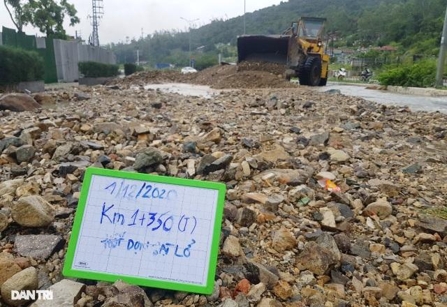 Hàng nghìn m3 đất đá sạt lở chẹn cửa ngõ phía bắc Nha Trang - 1