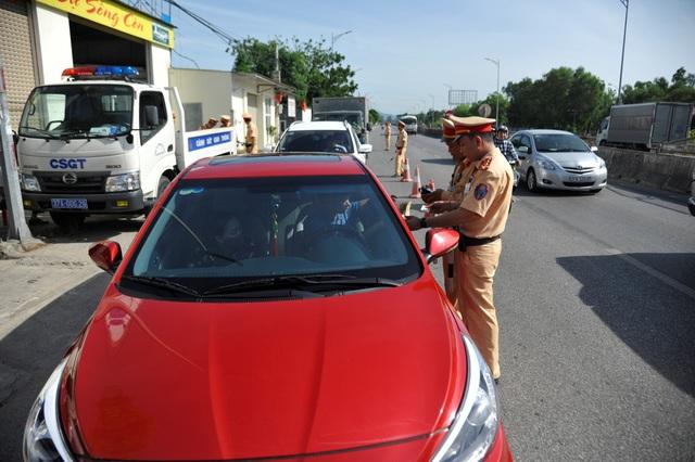 174 tài xế ma men bị xử lý trong ngày 30 Tết - 1