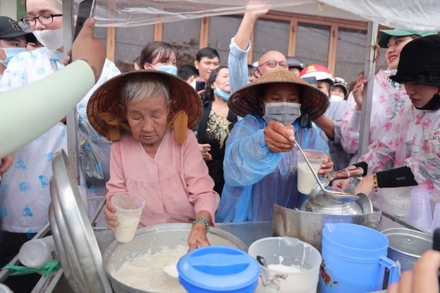 Gánh tàu hũ 30 năm nức tiếng Cà Mau của cụ bà 81 tuổi nuôi 3 cháu - 2