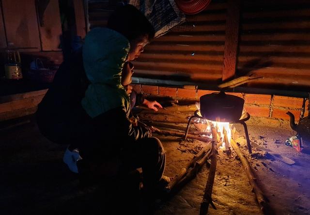Vàng Thị Chim -cô giáo đầu tiên đến dạy tại cụm dân cư 8 không Đắk RMăng - 1