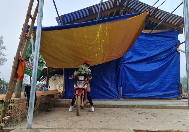 Vàng Thị Chim -cô giáo đầu tiên đến dạy tại cụm dân cư 8 không Đắk RMăng - 2