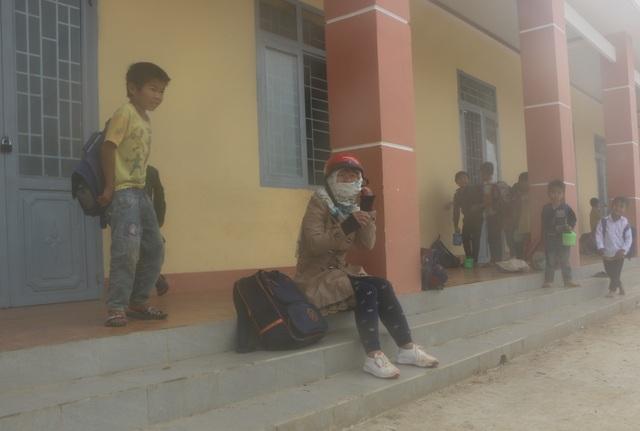 Vàng Thị Chim -cô giáo đầu tiên đến dạy tại cụm dân cư 8 không Đắk RMăng - 4