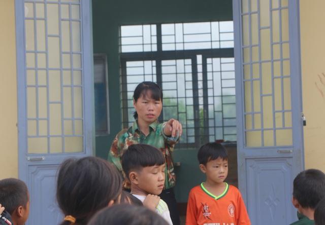 Vàng Thị Chim -cô giáo đầu tiên đến dạy tại cụm dân cư 8 không Đắk RMăng - 5
