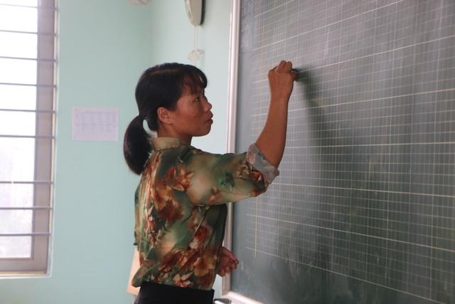 Vàng Thị Chim -cô giáo đầu tiên đến dạy tại cụm dân cư 8 không Đắk RMăng - 6