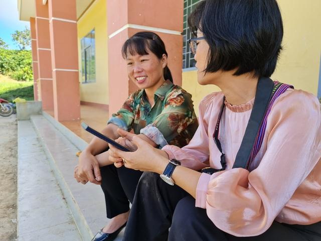 Vàng Thị Chim -cô giáo đầu tiên đến dạy tại cụm dân cư 8 không Đắk RMăng - 7