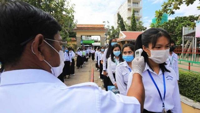Campuchia đóng cửa trường học tư vì có ca mắc Covid-19 trong cộng đồng - 1