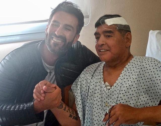 Maradona từng bị ngã đập đầu xuống đất trước khi qua đời - 1
