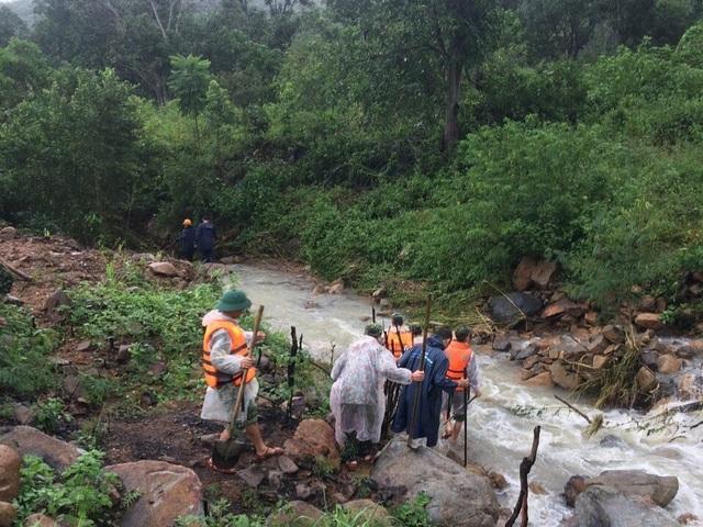 Liên lạc thành công với đoàn leo núi 45 người bị mắc kẹt ở Khánh Hòa - 1