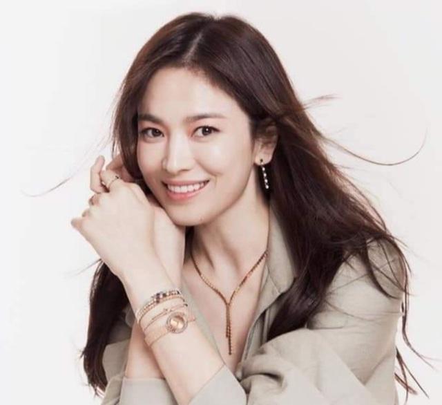 Song Hye Kyo đẹp rực rỡ và mặn mà sau ly hôn - 6