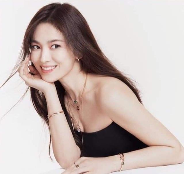 Song Hye Kyo đẹp rực rỡ và mặn mà sau ly hôn - 7