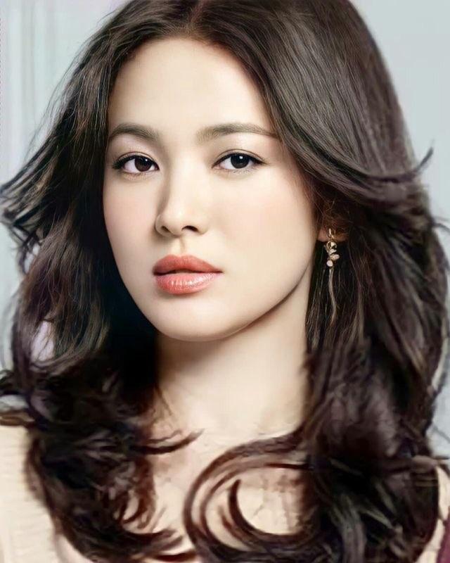 Song Hye Kyo đẹp rực rỡ và mặn mà sau ly hôn - 4