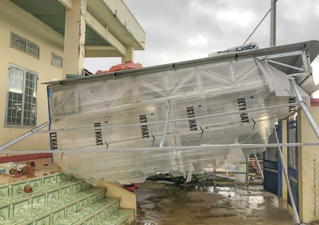 Bạn đọc Dân trí chung tay sửa chữa 4 phòng học tại Tây Nguyên sau mưa lũ - 4
