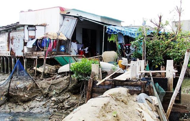Khốn khổ hàng trăm hộ dân sống treo giữa phố tại Bình Định! - 1