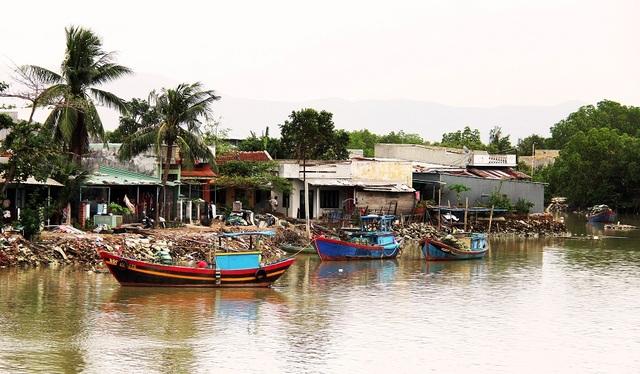 Khốn khổ hàng trăm hộ dân sống treo giữa phố tại Bình Định! - 2
