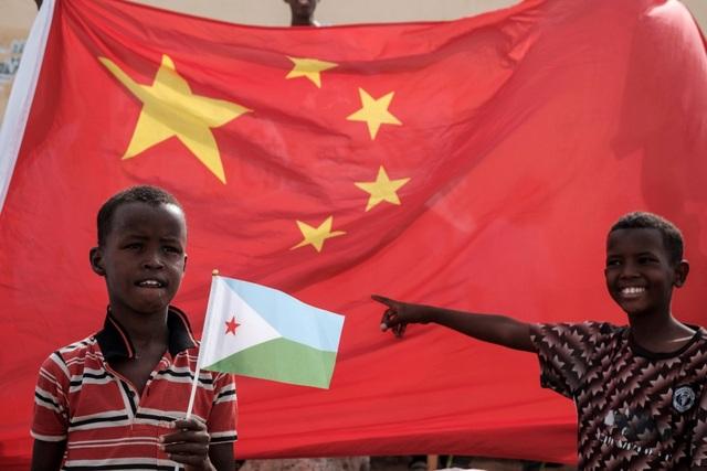 Trung Quốc khóa van dòng tiền đổ vào những con nợ ở châu Phi - 1