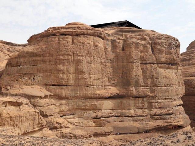 Trải nghiệm có một không hai ở khách sạn xây trong lòng núi đá sa thạch - 2