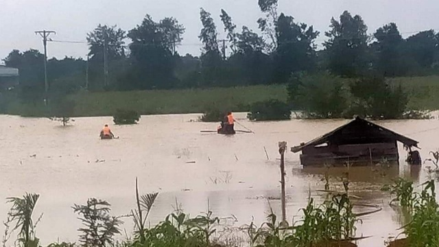 Chèo thuyền giữa mưa lũ đi trông hồ cá, nam thanh niên bị nước cuốn tử vong - 1