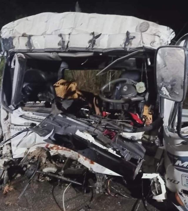 Va chạm cực mạnh trên cao tốc, tài xế và phụ xe tử vong - 2
