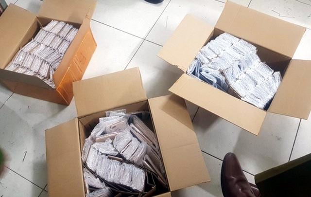 Hà Nội: Phát hiện gần 900 chiếc iPhone nghi nhập lậu - 1