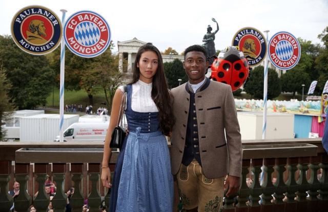 Ngắm cô bạn gái xinh đẹp, gợi cảm của ngôi sao Bayern Munich - 3