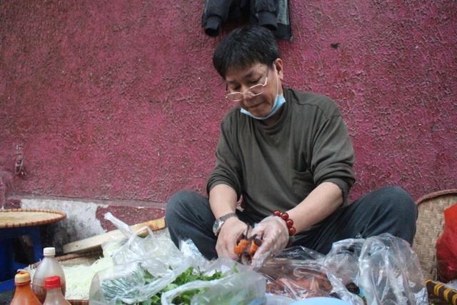 Món nộm vỉa hè có tên độc nhất Hà Nội, công thức được mua bằng cả cây vàng - 1