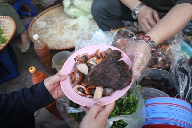 Món nộm vỉa hè có tên độc nhất Hà Nội, công thức được mua bằng cả cây vàng - 3