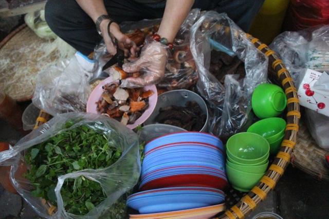 Món nộm vỉa hè có tên độc nhất Hà Nội, công thức được mua bằng cả cây vàng - 6