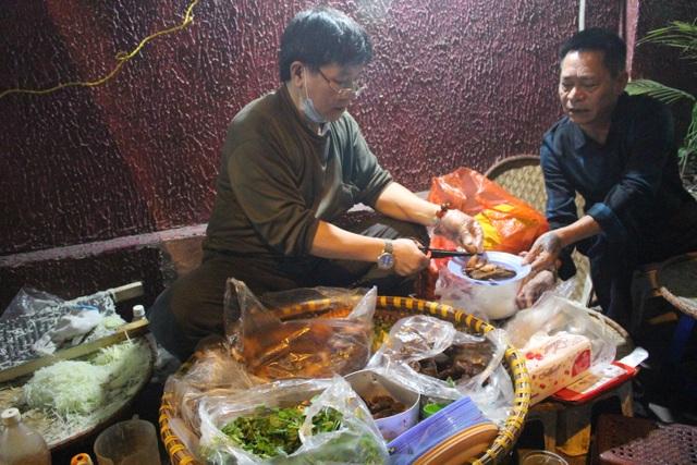 Món nộm vỉa hè có tên độc nhất Hà Nội, công thức được mua bằng cả cây vàng - 9