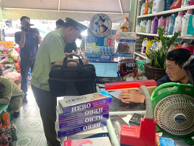 Chủ tạp hóa tại Bình Phước bị phạt 3 triệu đồng vì bán vài bao thuốc lá lậu - 2