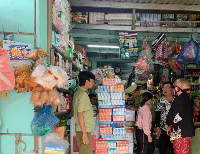 Chủ tạp hóa tại Bình Phước bị phạt 3 triệu đồng vì bán vài bao thuốc lá lậu - 1