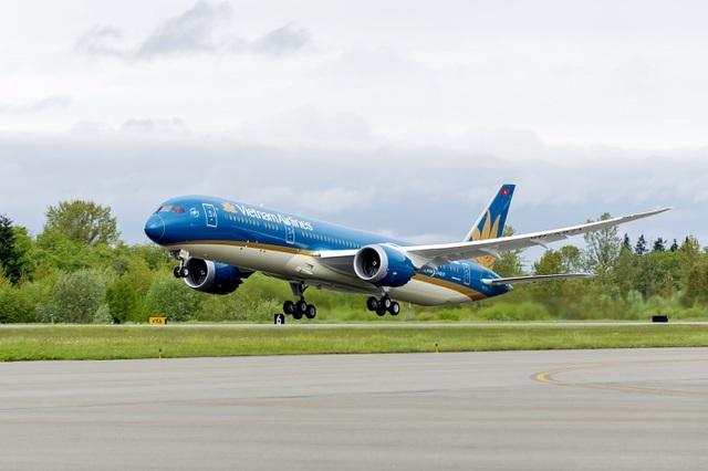 Vietnam Airlines xin lỗi việc tiếp viên vi phạm quy định cách ly Covid-19 - 1