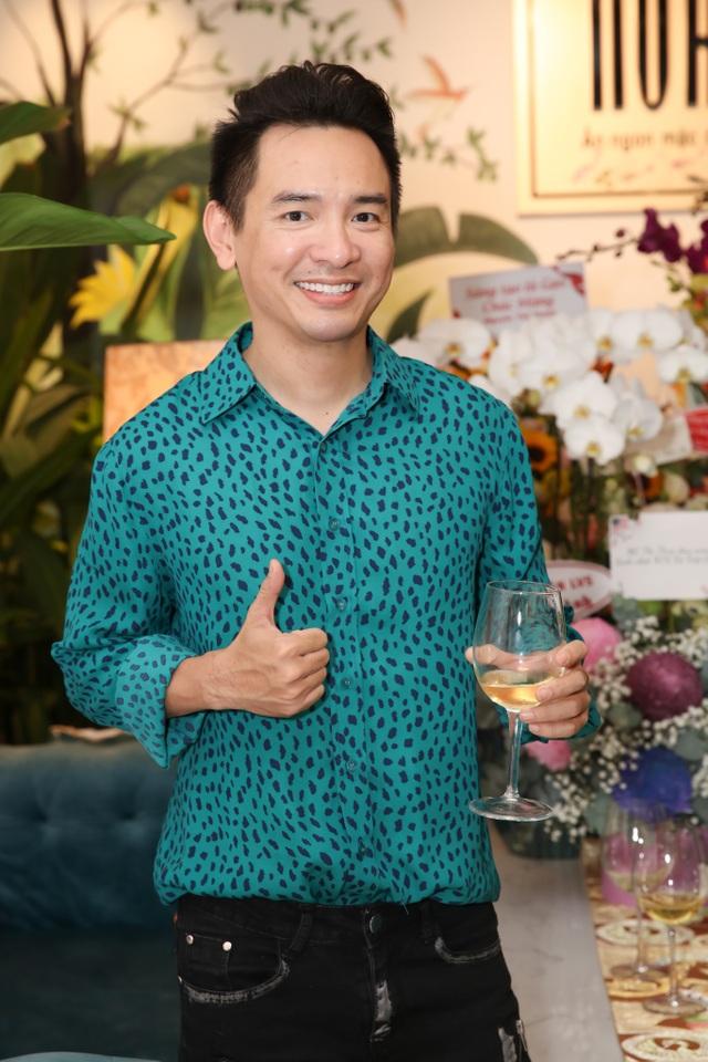 Dàn sao Việt đến chúc mừng Võ Việt Chung nhận Huân chương Lao động - 9
