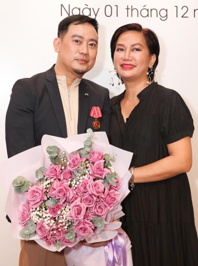 Dàn sao Việt đến chúc mừng Võ Việt Chung nhận Huân chương Lao động - 10