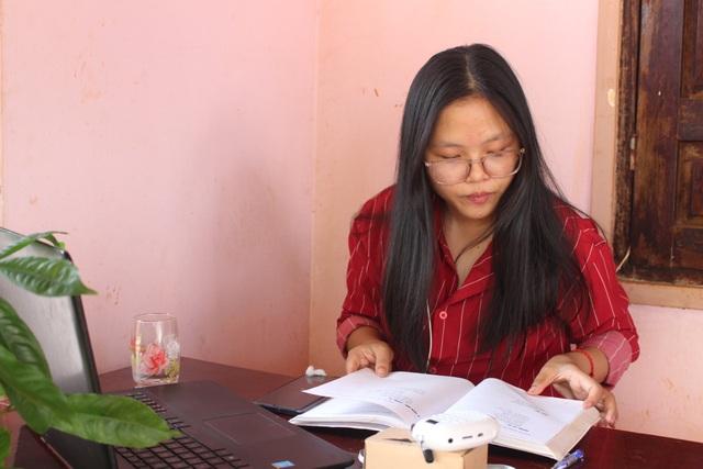 Học sinh lớp 11 dày công thu âm song ngữ giúp trẻ em dân tộc học tiếng Việt - 2