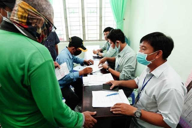 TPHCM hỗ trợ cho hơn 560.000 người bị ảnh hưởng bởi dịch Covid-19 - 2