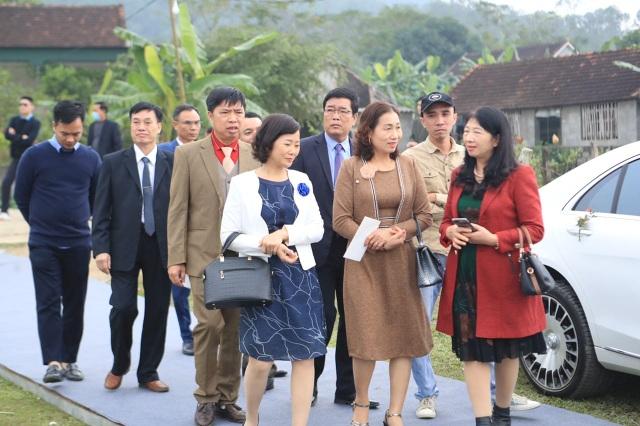Bố mẹ Xuân Trường, Văn Toàn dự lễ cưới Công Phượng - 6