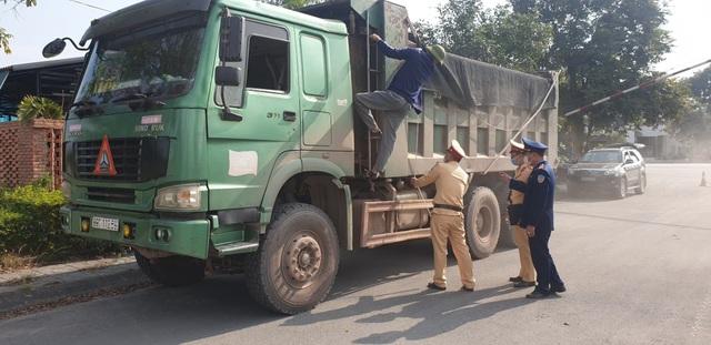 Quảng Ninh: Xe quá tải tấn công QL 18  - 3