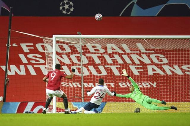 Martial, Fred là tội đồ khiến Man Utd thua PSG - 3