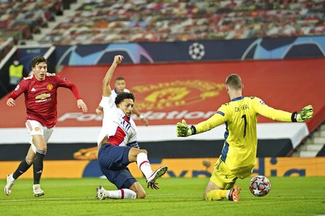 Man Utd thất bại đắng ngắt trên sân nhà trước PSG - 16